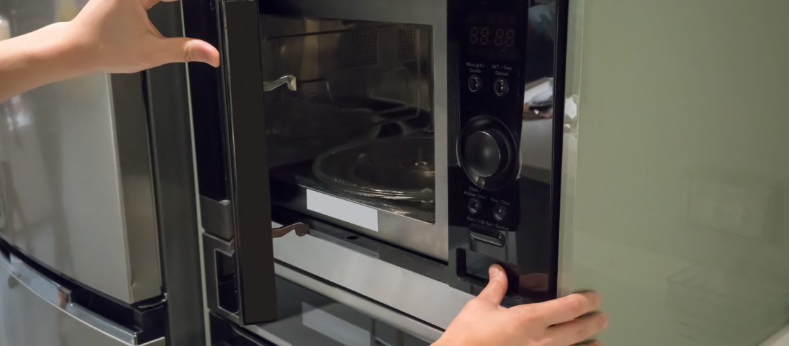 5 Things You Should Never Put in the Microwave